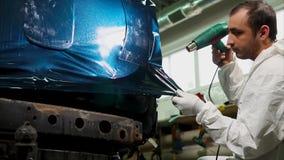 El trabajador en la gasolinera es más a fondo secador procesado del special del vinilo del borde almacen de video