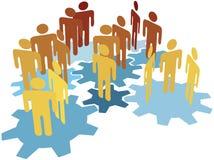 El trabajo de las personas de la gente conecta en los engranajes azules Foto de archivo libre de regalías