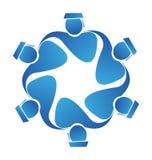 El trabajo en equipo gradúa vector del logotipo del icono Fotos de archivo