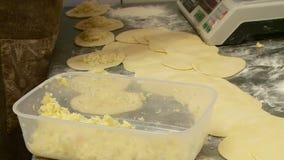 El trabajo en la panadería hace las tortas almacen de video