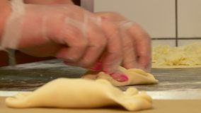 El trabajo en la panader?a hace las tortas almacen de metraje de vídeo