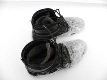 El trabajo patea el invierno mojado, nieve fría, sucia Fotografía de archivo