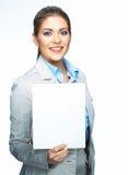 El traje corporativo de la mujer de negocios vistió el tablero en blanco de la muestra de la demostración Fotos de archivo libres de regalías