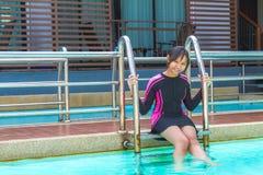 El traje de baño en relaja tiempo Imagen de archivo