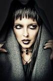 El traje y compone de bruja atractiva Foto de archivo