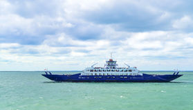 El transbordador de la travesía del pasajero se mueve en el Mar Negro abierto Fotografía de archivo libre de regalías