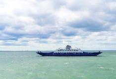 El transbordador de la travesía del pasajero se mueve en el Mar Negro abierto Fotos de archivo