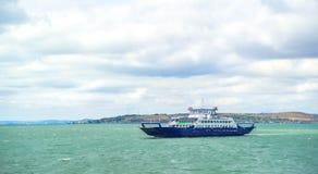 El transbordador de la travesía del pasajero se mueve en el Mar Negro abierto Fotos de archivo libres de regalías