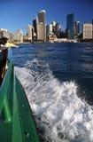 El transbordador de Sydney llega Quay circular Australia Fotografía de archivo libre de regalías