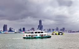 El transbordador viejo y nuevo del Cruz-puerto Imagen de archivo libre de regalías