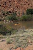 El transportar en balsa abajo del río Colorado Fotos de archivo