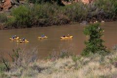 El transportar en balsa abajo del río Colorado Foto de archivo libre de regalías