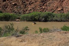 El transportar en balsa abajo del río Colorado Imagen de archivo libre de regalías