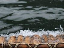 El transportar en balsa de bambú Fotografía de archivo libre de regalías