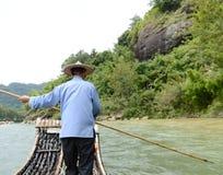 El transportar en balsa de bambú Imágenes de archivo libres de regalías