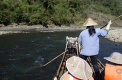 El transportar en balsa de bambú de la corriente de Jiuquxi Fotografía de archivo
