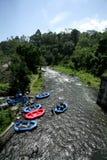 El transportar en balsa de río, Bali, Indonesia Fotos de archivo