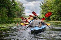 El 2014 transportar en balsa de río del Sula del río de Ucrania kayaking Fotos de archivo