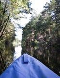 El transportar en balsa de río, kayaking en el verano Foto de archivo libre de regalías