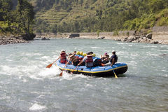 El transportar en balsa de Whitewater - Nepal Fotografía de archivo
