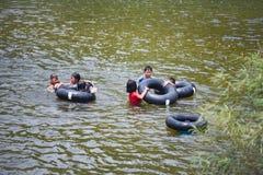El transportar en balsa del agua de la diversión de Asia del niño Fotografía de archivo libre de regalías