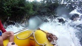 El transportar en balsa en el río de Kaituna con GoPro