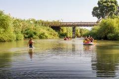El transportar en balsa en Jordan River en Israel Fotos de archivo
