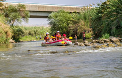 El transportar en balsa en Jordan River en Israel Imágenes de archivo libres de regalías