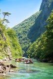 El transportar en balsa en la barranca del río Neretva Fotografía de archivo libre de regalías