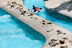 El transportar en balsa en un parque del aqua de la diversión Imagenes de archivo
