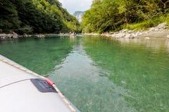 El transportar en balsa en el río Tara de la montaña Foto de archivo