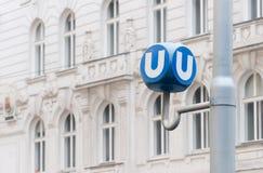 El transporte público firma adentro Viena, Austria Foto de archivo