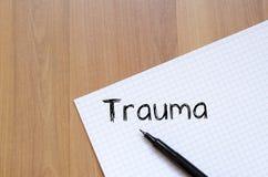 El trauma escribe en el cuaderno Imagen de archivo libre de regalías