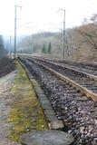 El tren cerca Europa con barandilla Foto de archivo