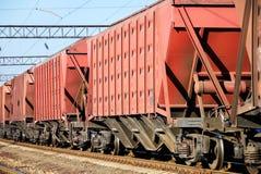 El tren con los coches para el cargo seco foto de archivo libre de regalías