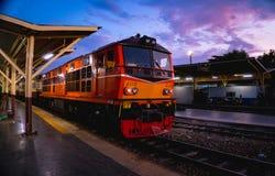 El tren cuando puesta del sol Imagen de archivo libre de regalías
