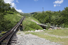 El tren de la rueda dentada encima de Mt. Washington, NH Imagen de archivo libre de regalías