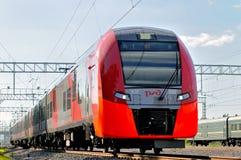 El tren del círculo ferroviario central de Moscú llamó Lastochka fotos de archivo