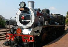 El tren del vapor alrededor a salir de la estación capital del parque en el orgullo de Pretoria del tren de África es uno de los t Fotos de archivo