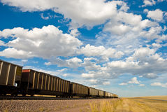 El tren desaparece en la distancia Fotografía de archivo