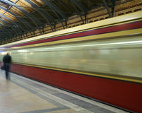 El tren está llegando Imagen de archivo libre de regalías