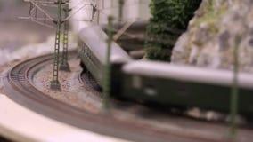 El tren modelo está conduciendo metrajes
