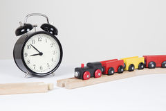 El tren retrasa el concepto - rotura en línea imagen de archivo