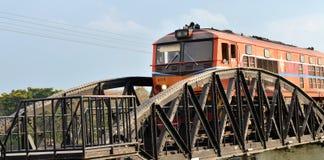 El tren se ejecutó en el puente en el río Kwai Fotografía de archivo