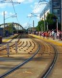 El tren sigue el metro ligero Baltimore Foto de archivo libre de regalías