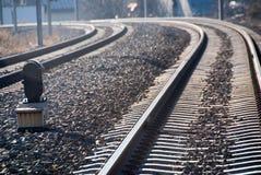 El tren sigue la curva Imágenes de archivo libres de regalías
