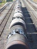 El tren transporta el petróleo en los tanques. Imágenes de archivo libres de regalías