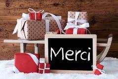 El trineo con los regalos en nieve, medios de Merci le agradece Fotografía de archivo