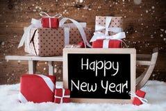 El trineo con los regalos, nieve, copos de nieve, manda un SMS a Feliz Año Nuevo Fotografía de archivo libre de regalías