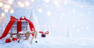 El trineo de Art Santa con el regalo de la Navidad Fotografía de archivo